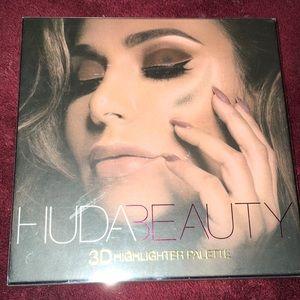 Huda highlighter palette